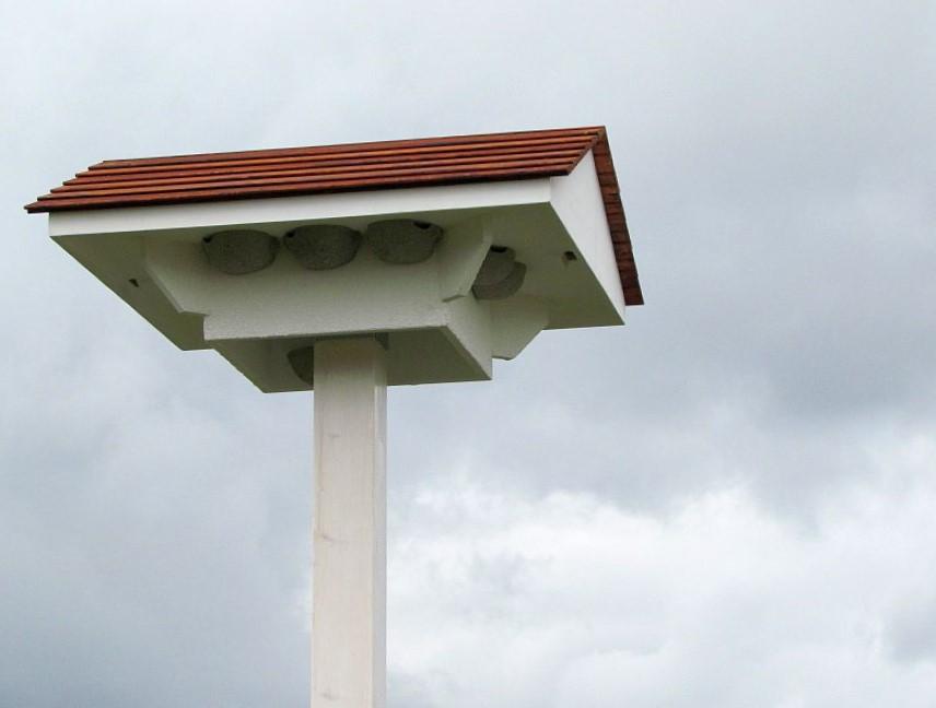 Schwalbenhaus mit 12 Nestern… das Muster steht zum Verkauf!
